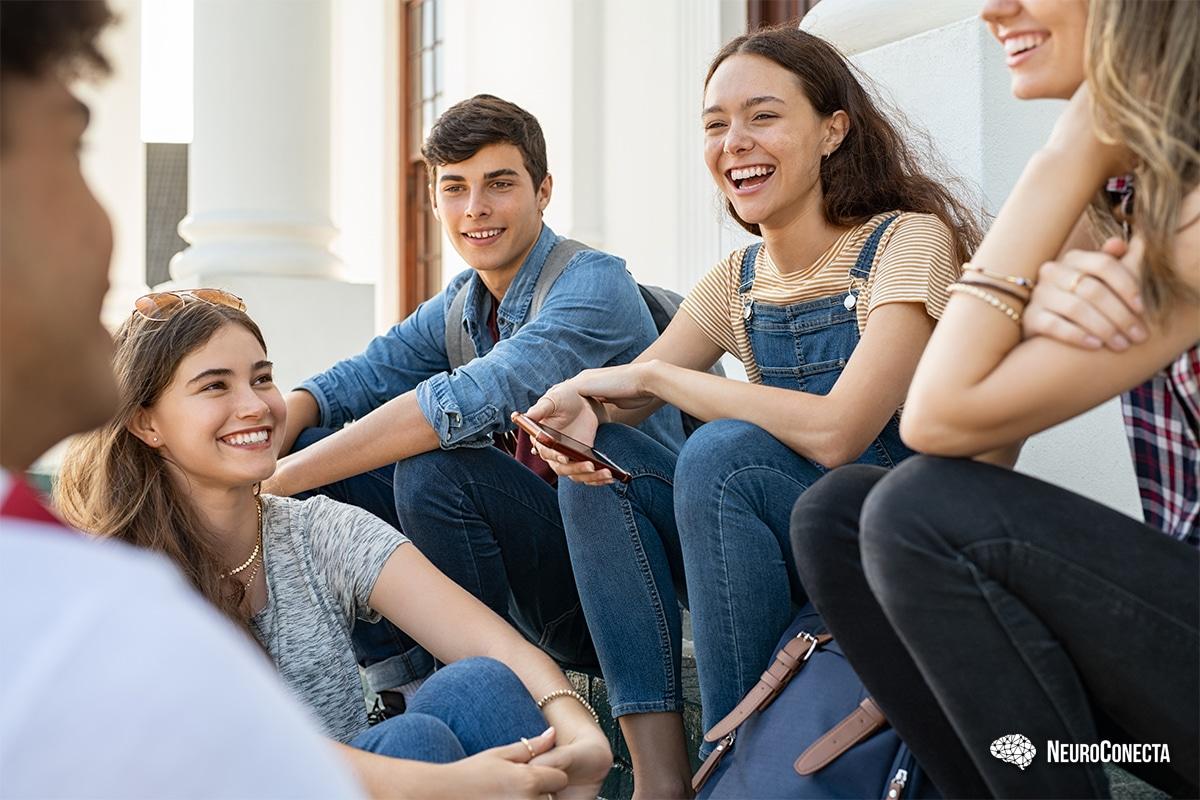 Como ajudar na socialização de autistas adolescentes