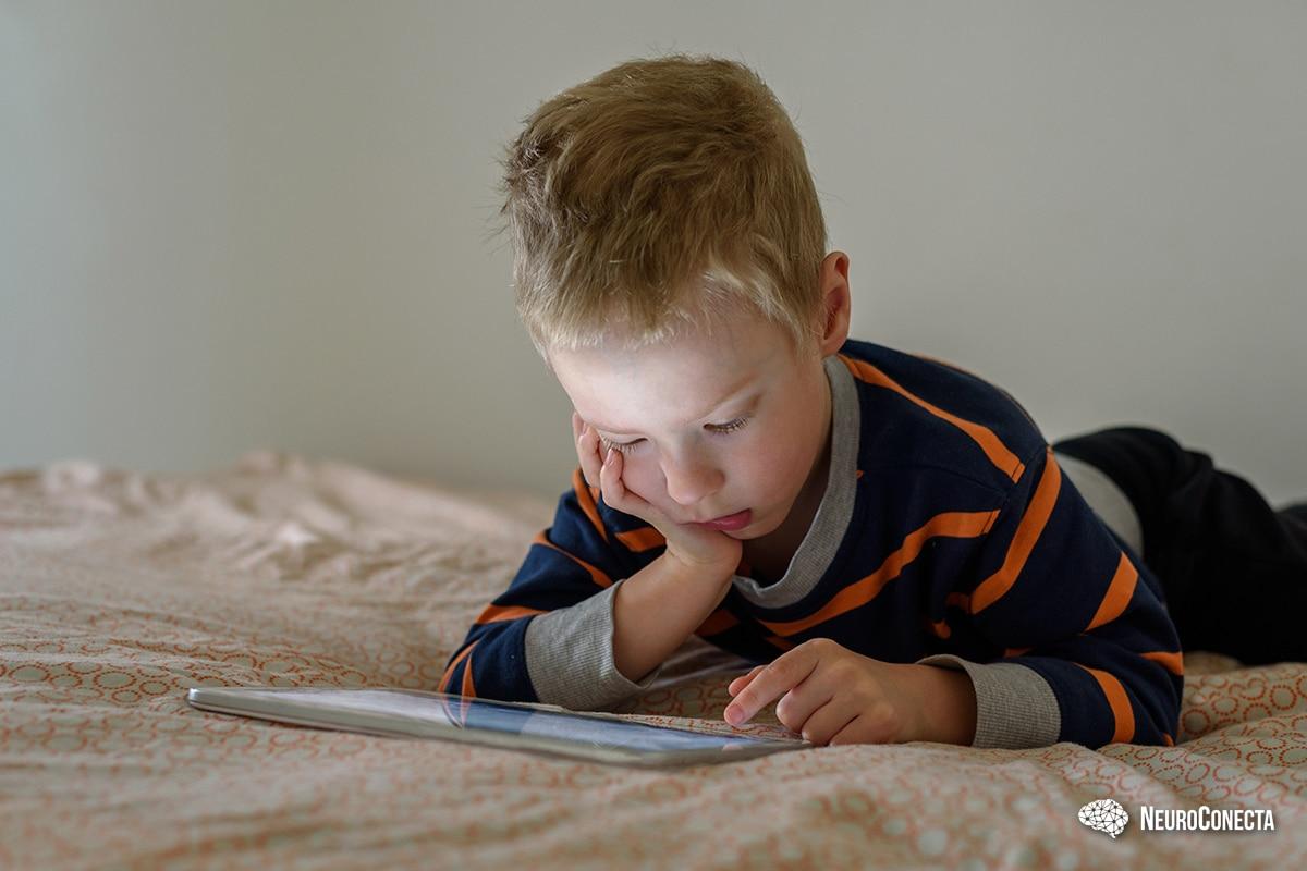 O impacto do excesso de telas no desenvolvimento das crianças